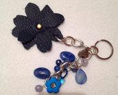 portachiavi o bag trix fiore in pelle blu per abbellire borse