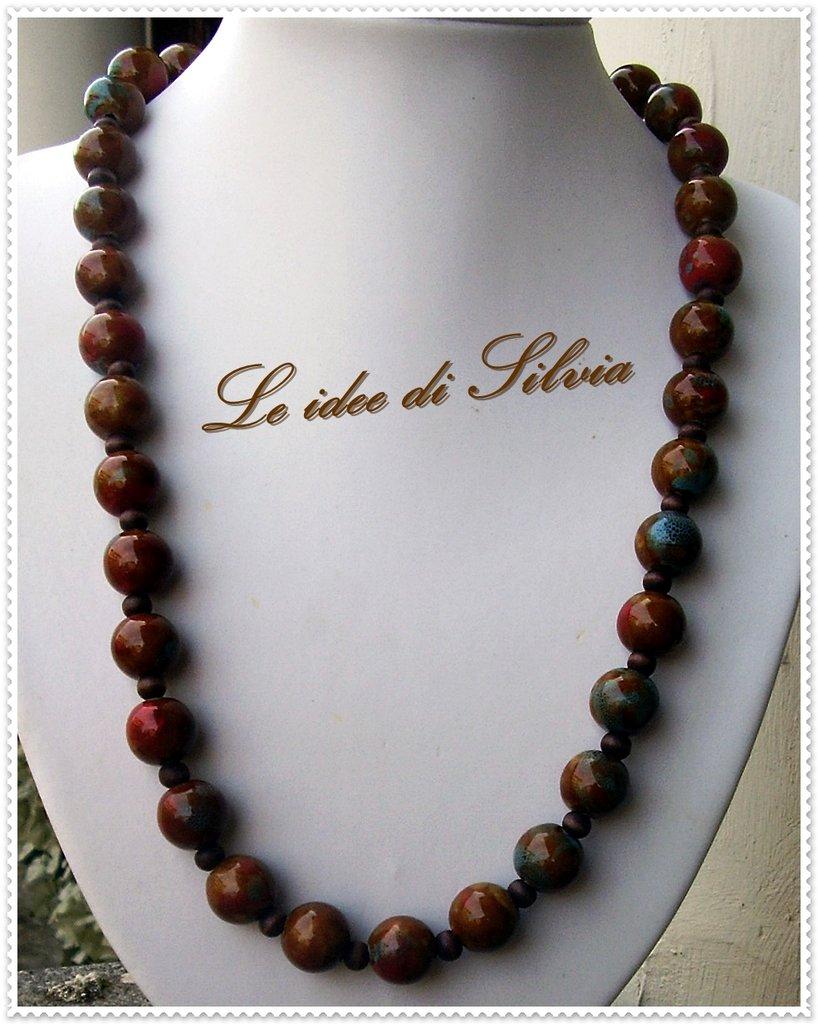 Collana con perle in ceramica e legno