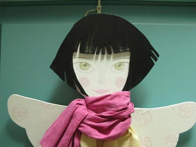 Porta pettine in legno e stoffa-angelo 2