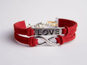 Bracciale  color rosso con simbolo 'Infinito' e targhetta 'Love'