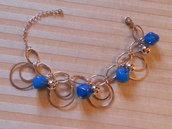 bracciale con pietre blu e campanelline
