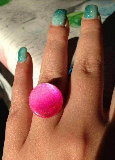 Anello in madreperla fucsia