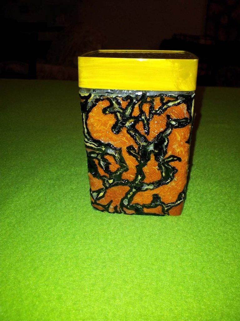 Barattolo rivestito con bucce di arancia