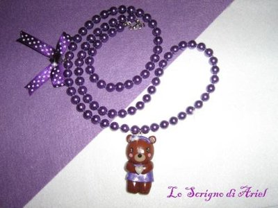 Collana di perle viola con orsetta in fimo/cernit