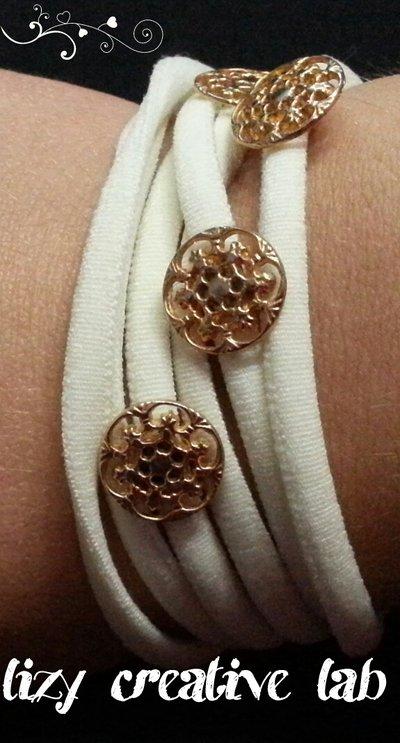 Bracciale fettuccia elastica bottoni dorati