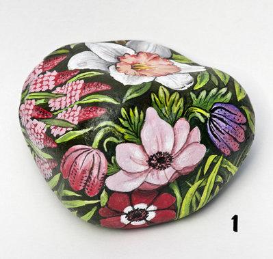 Dipinto su pietra - FIORI (anemoni - giunchiglie)- Opera d'arte - Idea regalo - oggetto da collezione