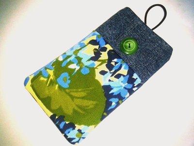 Porta cellulare in jeans con taschina anteriore e bottone