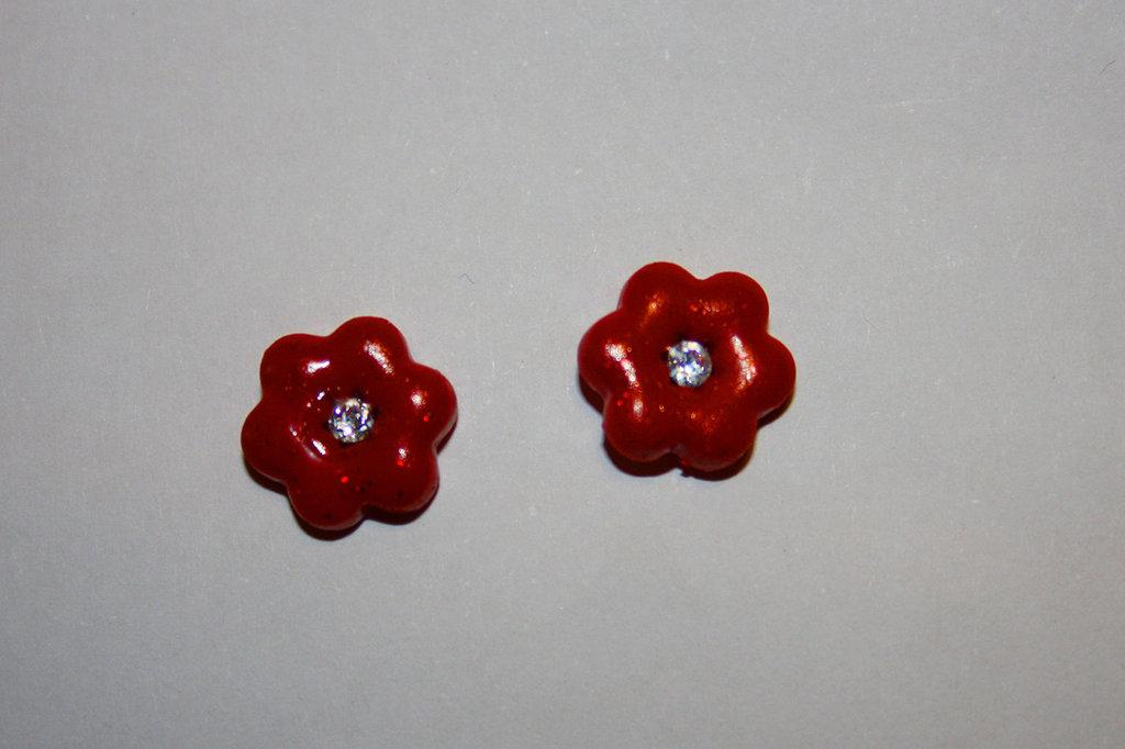 Orecchino fiore rosso