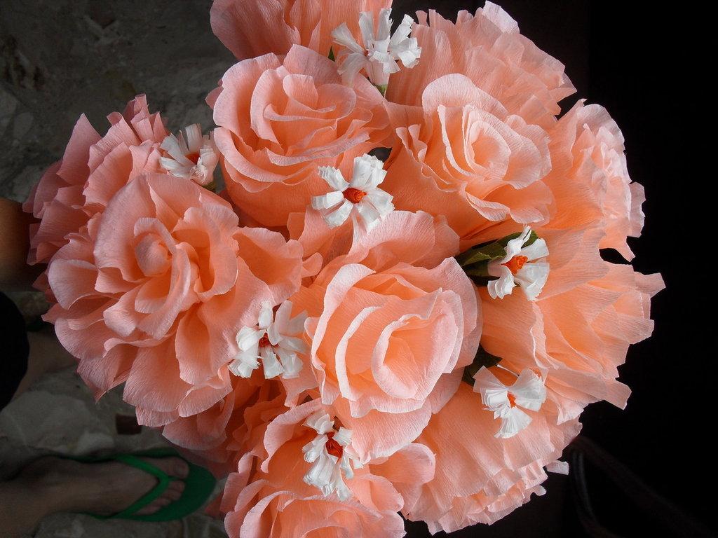 bouquet di rose rosa e margherite