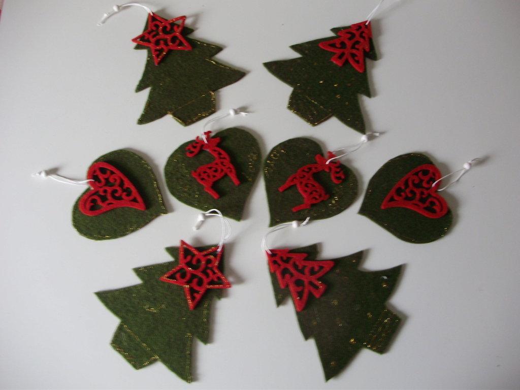 ADDOBBO IN FELTRO decorato a mano, basi in tre varianti ritagliate a mano - Collezione Speciale Natale