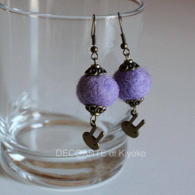 Orecchini feltro viola e charms conigli