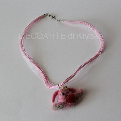 Ciondolo coniglio rosa con cuore in feltro