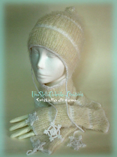 """Cappello, Scaldacollo e Guanti - """"Cristallo di neve"""" - Completo di accessori di lana, fatto a mano, ai ferri e all'uncinetto."""
