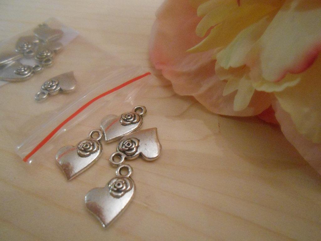 Charm cuore con rosa