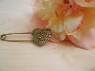 Spilla LOVE