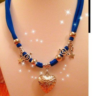 Collana lycra blu elettrico e cuore e ciondoli MODA 2013 idea regalo!UN OMAGGIO X VOI!
