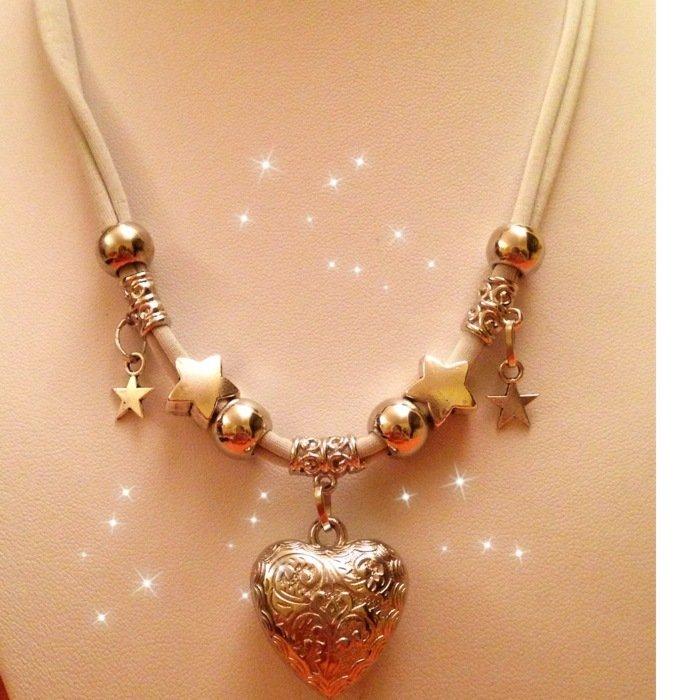 Collana grigio perla in lycra con ciondoli e cuore  MODA 2013 idea regalo!UN OMAGGIO X VOI!