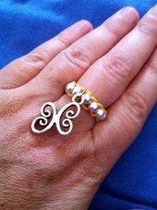 Anello in corda e perline con charm