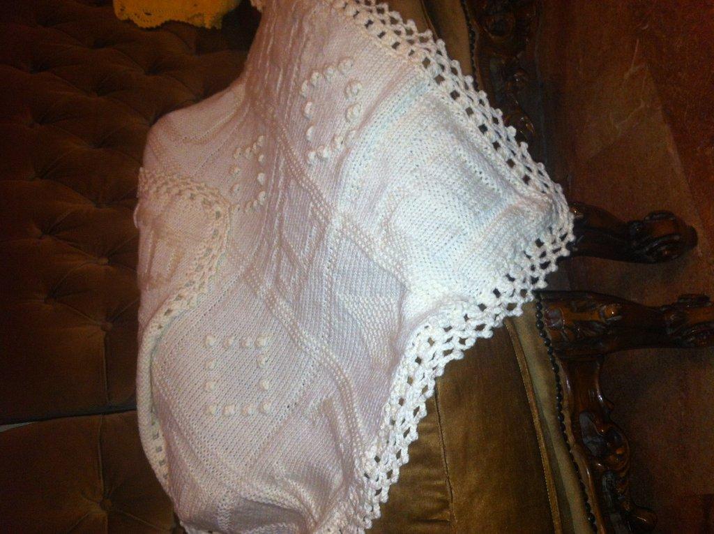 scialle in lana di colore bianco