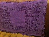 scialle in lana di colore viola con paillettes