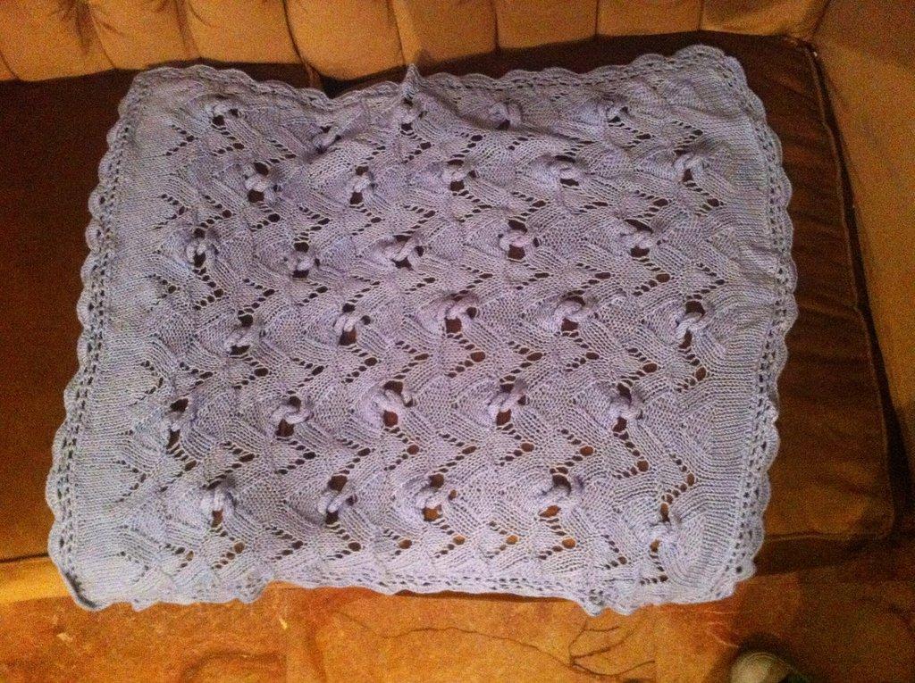 scialle in lana di colore celeste