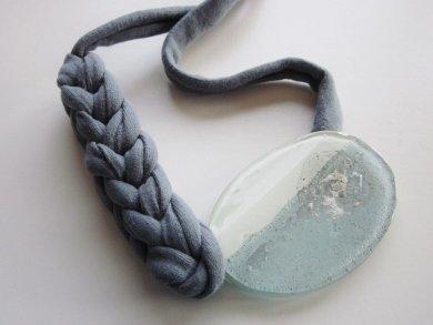 Collana ovale di vetro, collana di cotone intrecciato, fatto a mano., Di fusione.