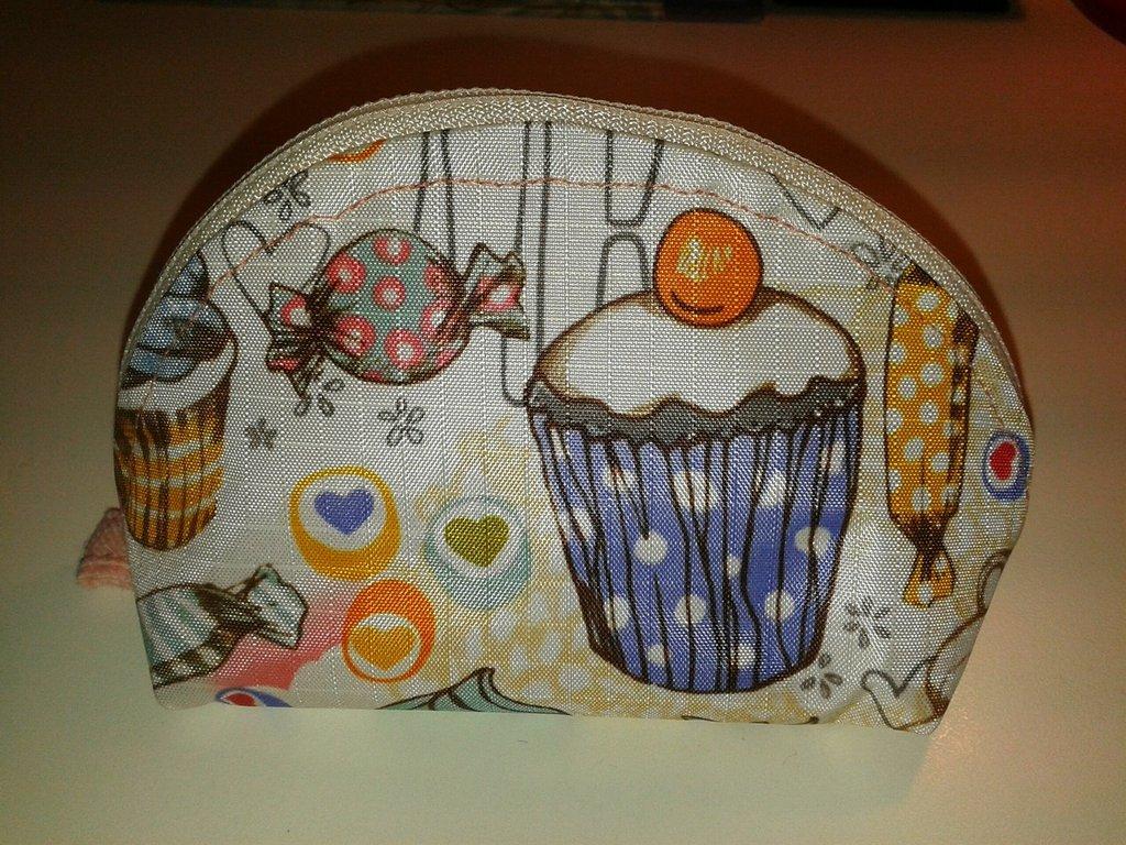 Astuccio tondo con cupcakes e dolcetti