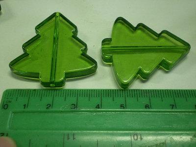 Questo è un set di 5 pendenti in acrilico a forma di Albero di Natale