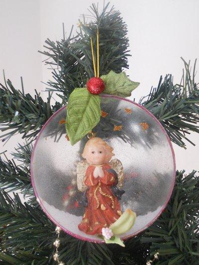 Sfera natalizia con angelo