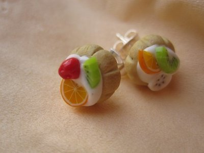 earrings with miniature food - adorable fruit tartlets to wear - polymer clay cernit fimo