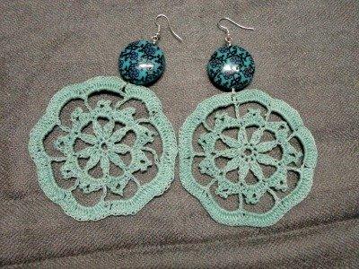 orecchini verde acqua a forma di fiore con pendente