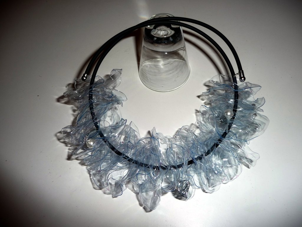 Plastic bottle necklace - Collana creata con una bottiglia di plastica