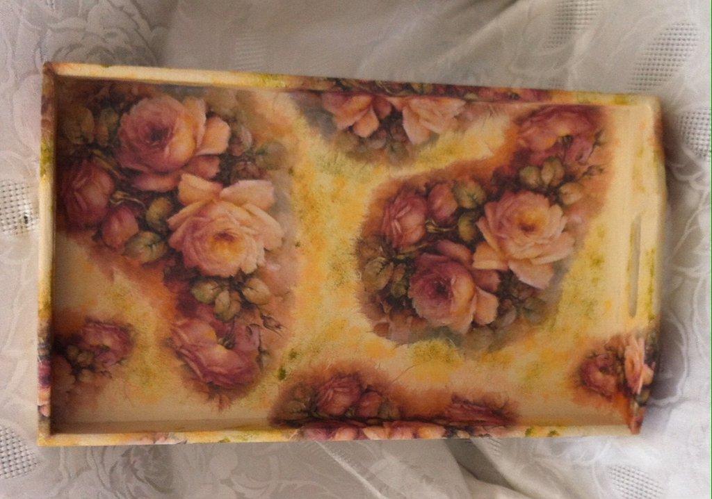 Vassoio in legno Rose