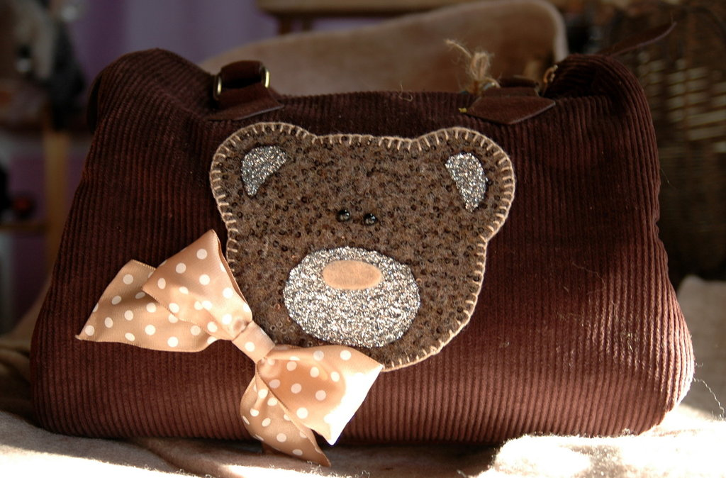 Borsa Bauletto simil velluto con decopatch orso
