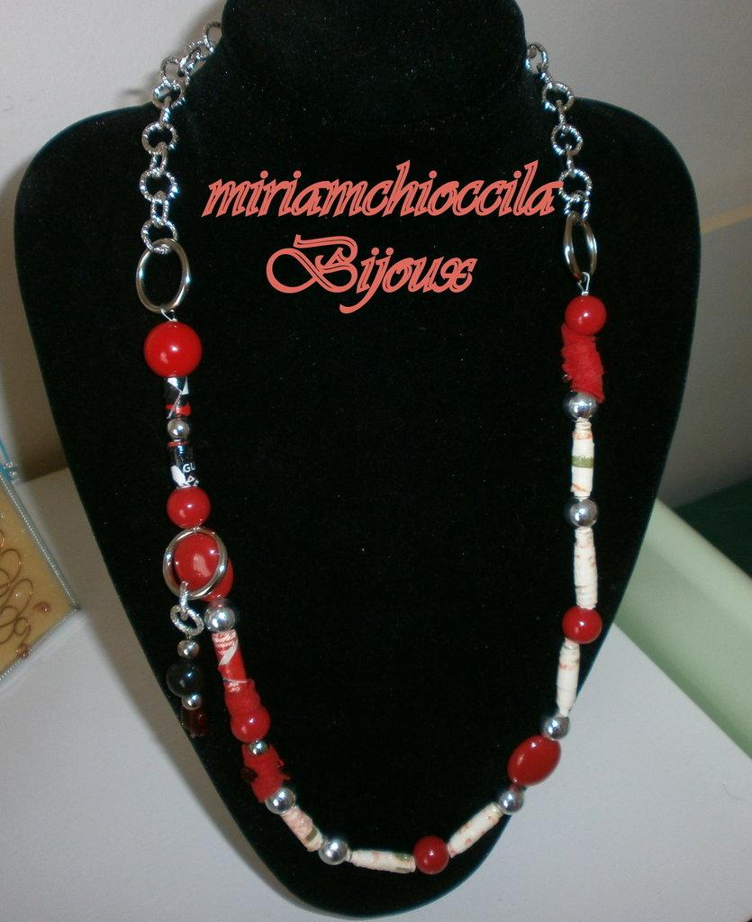 collana con catena a maglie grandi e ciondolo laterale