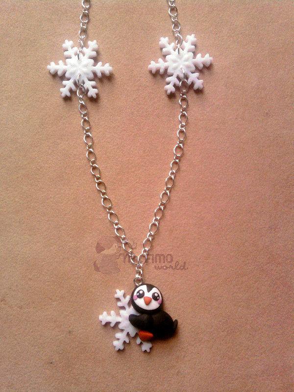 Collana con pinguino su fiocco di neve fimo