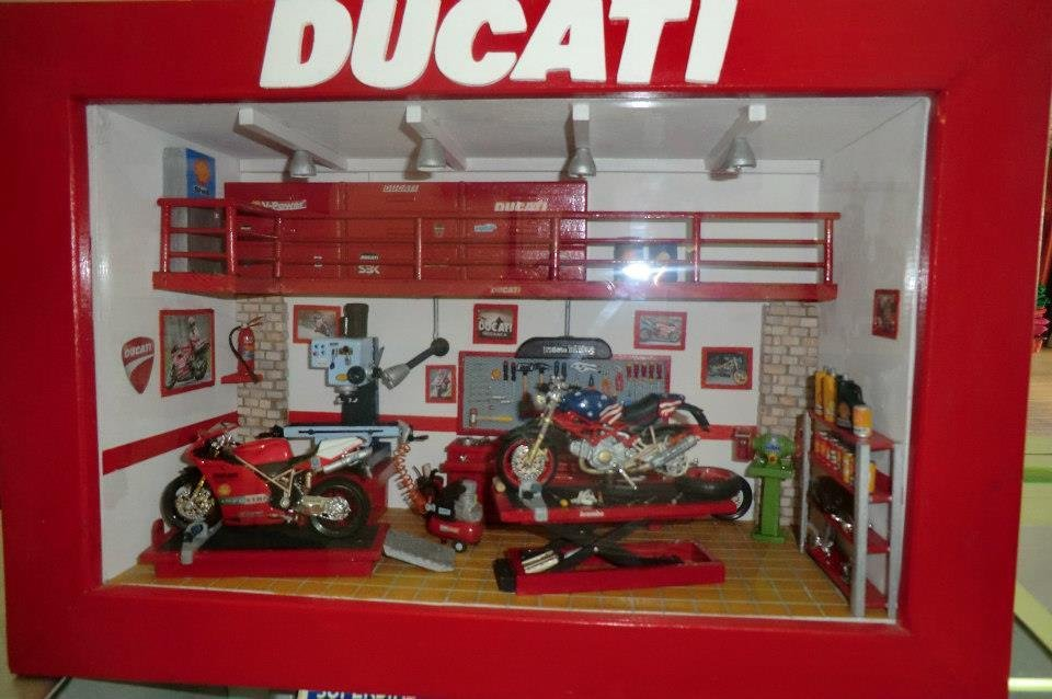 Diorama offician Ducati - miniatura interamente fatta a mano