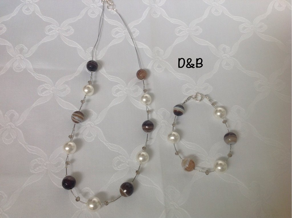 Collana  e bracciale con perle e pietre di Agata marrone