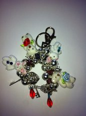 Portachiavi o gancio per borse con campanelli e ciondoli e cristalli fatto a mano