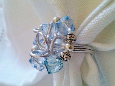 Anello alluminio argento con cristalli sintetici azzurri e argento tibetano