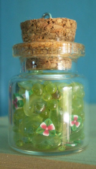 1 Ciondolo Bottiglietta Vetro con Palline e Fiorellini