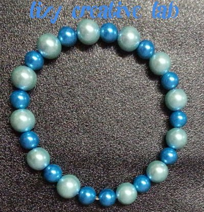 Bracciale rigido perle celesti e azzurre