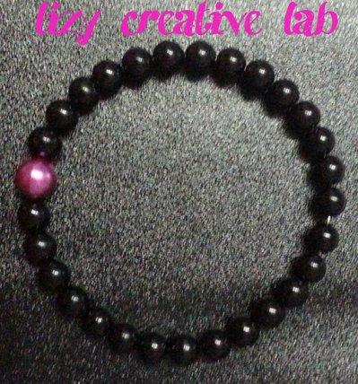 Bracciale rigido perle nere e viola