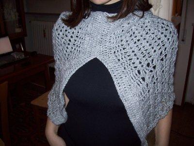 mantella di lana con cappuccio