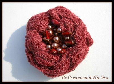 Spilla fiore in maglia bordeaux