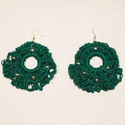 Orecchini uncinetto verdi con perline argentate