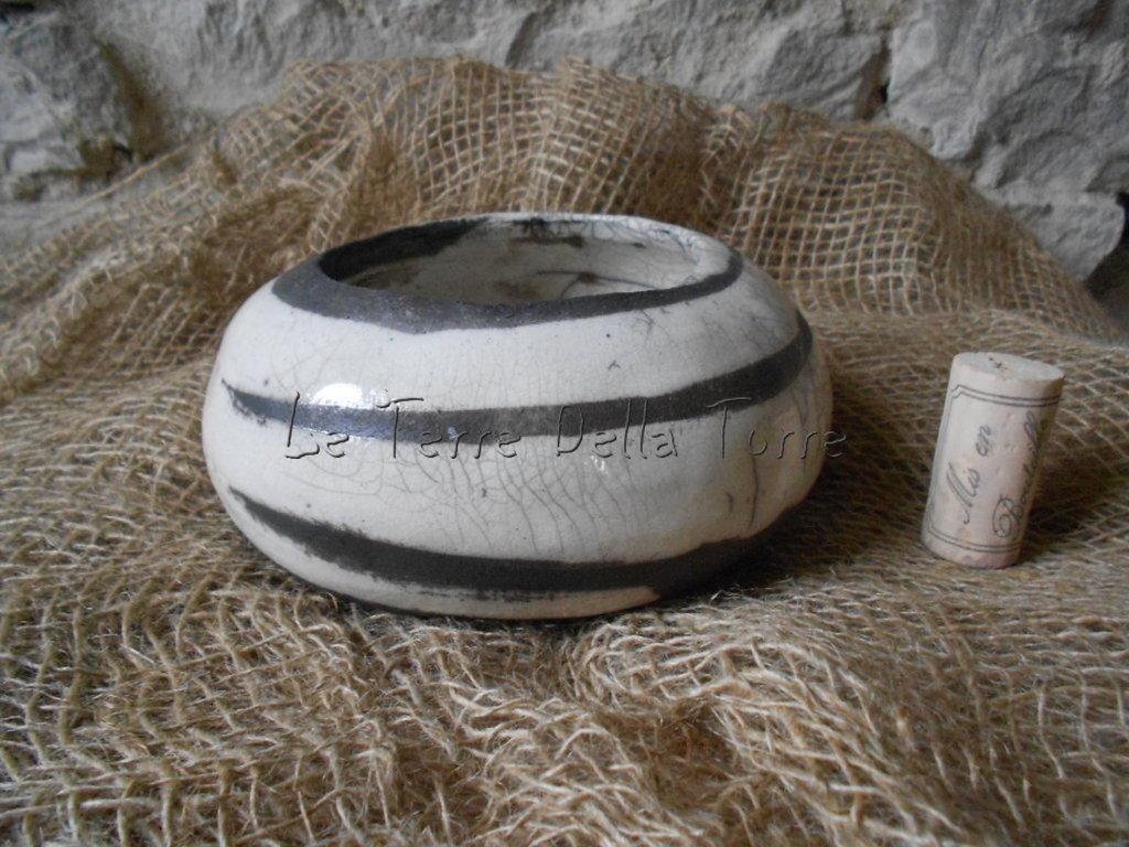 piatto tondo in ceramica raku bianco fatto a mano