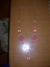 collana con cerchi e perle rosa