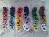 10 fiorellini nero-varie tonalità' ad uncinetto