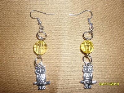 orecchini pendenti in acciaio con pietra sfaccettata e charm gufo